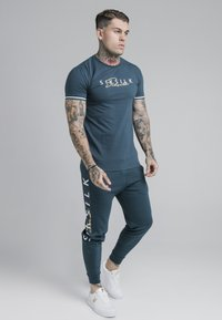 SIKSILK - SIGNATURE TEE - Print T-shirt - ocean green - 1