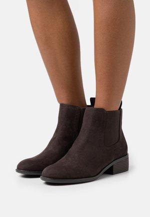 MAPLE CHELSEA - Boots à talons - choc