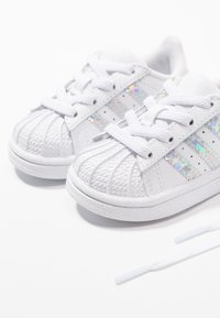 adidas Originals - SUPERSTAR - Baby shoes - footwear white - 6