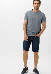 BRAX - STYLE BALI - Denim shorts - deep blue sea - 1