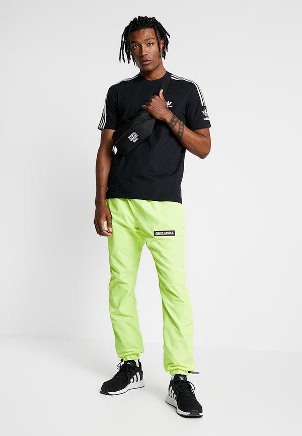 adidas Originals TECH TEE - T-shirt z nadrukiem - black/czarny Odzież Męska ONSR