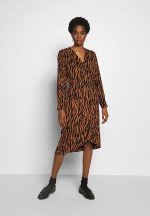 CMZELINA - Korte jurk - brown