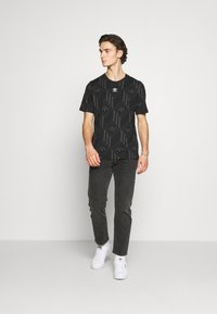 adidas Originals - MONO TEE  - T-shirt imprimé - black - 1