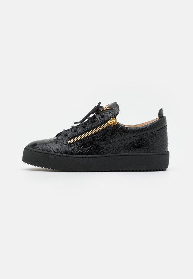 TOP - Sneakers - black