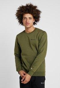 Champion - CREWNECK  - Sweatshirt - khaki - 0