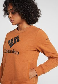 Columbia - LODGE CREW - Bluza - caramel - 4