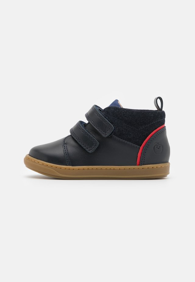 BOUBA BOY - Climbing shoes - navy/blue/red