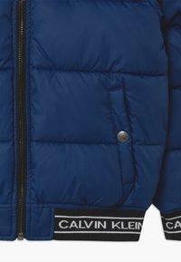 Calvin Klein Jeans - REVERSIBLE LOGO TAPE  - Vinterjakker - black - 3