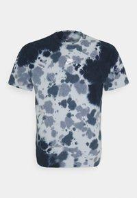 Nike Sportswear - TEE  - T-shirt med print - thunder blue/armory blue - 4