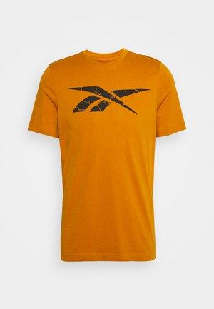 ELEVATED VECTOR TEE - Print T-shirt - radiant ochre