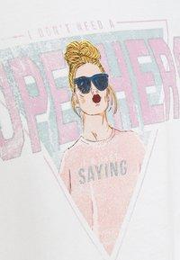 ONLY - ONLLUCINDA LIFE SHORT GIRLS BOX - Sweatshirt - cloud dancer/superhero - 6