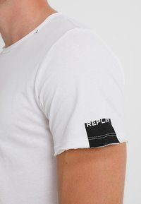 Replay - T-shirt basic - white - 5