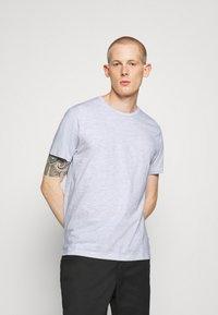 Burton Menswear London - 3 PACK - Basic T-shirt - frost/white/mint - 5