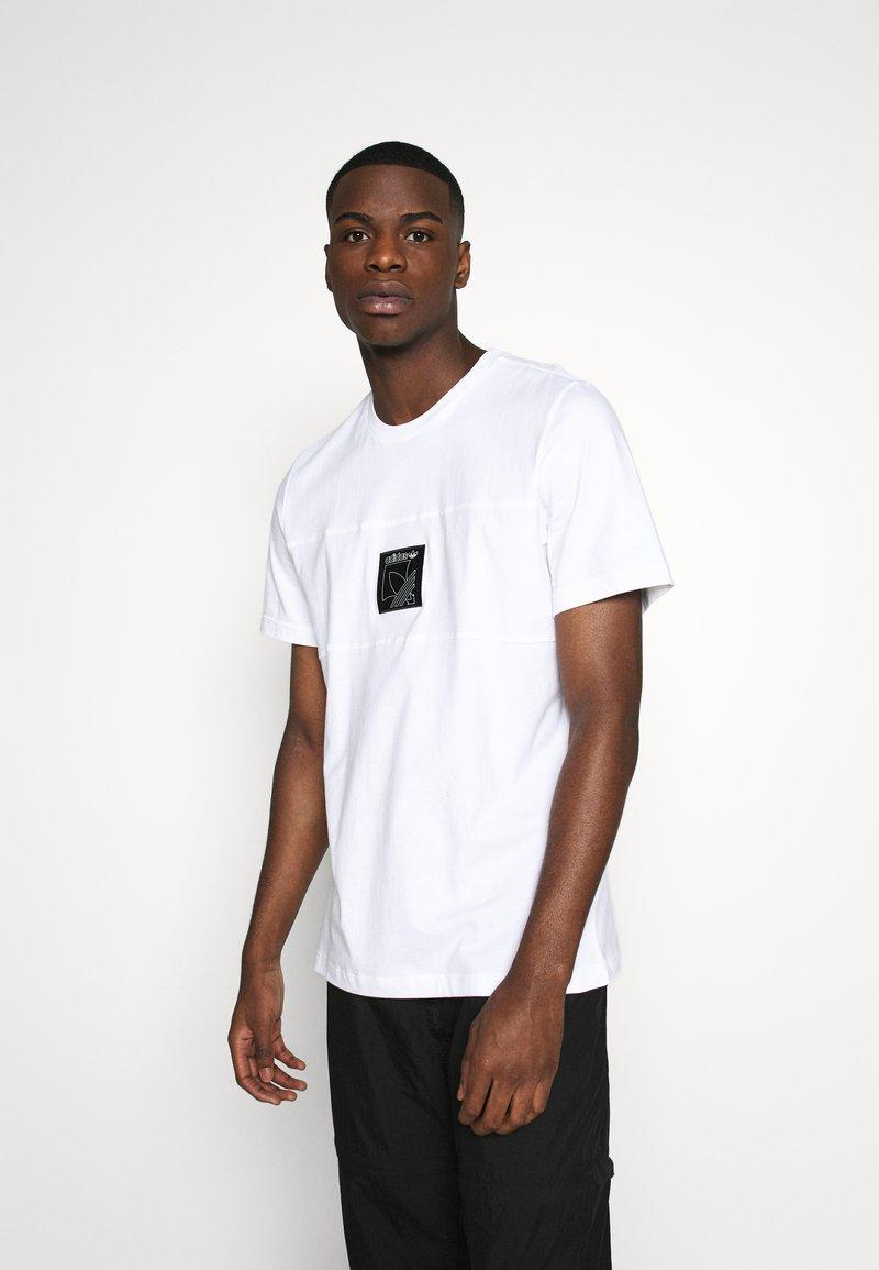 adidas Originals - ICON TEE - Triko spotiskem - white