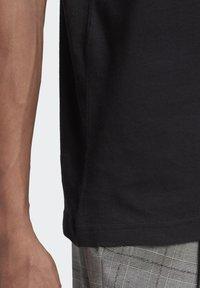 adidas Originals - TREFOIL UNISEX - T-shirts print - black/white - 5