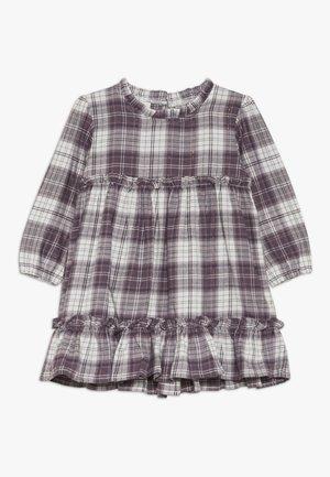 NMFSCARLET DRESS - Denní šaty - sea fog