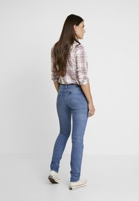 Lee - ELLY - Jeansy Slim Fit - mid hackett - 2