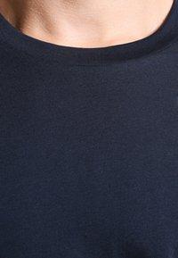 Selected Homme - SHDTHEPERFECT - Basic T-shirt - dark sapphire - 3