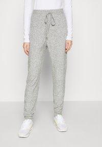 ONLY - ONLFANDY LOUNGE PANTS - Tracksuit bottoms - light grey melange - 0