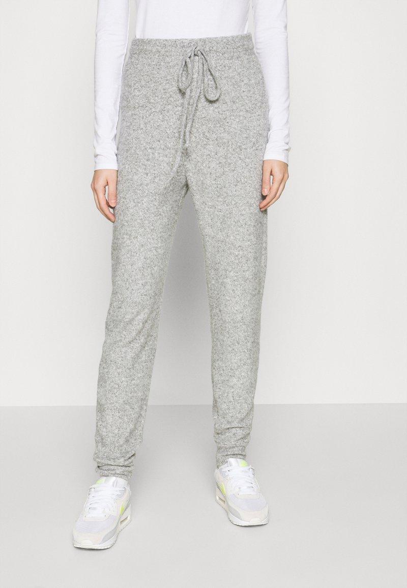 ONLY - ONLFANDY LOUNGE PANTS - Tracksuit bottoms - light grey melange