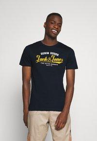 Jack & Jones - JJELOGO TEE - Print T-shirt - navy blazer - 0