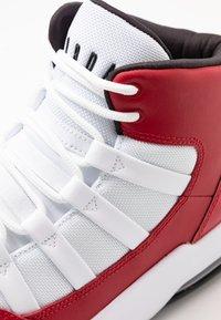 Jordan - MAX AURA - Korkeavartiset tennarit - gym red/black/white - 5