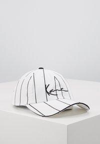 Karl Kani - SIGNATURE PINSTRIPE  - Cap - white - 0