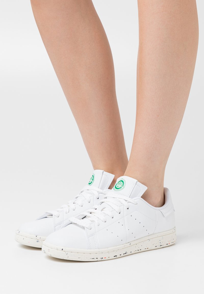 adidas Originals - STAN SMITH PRIMEGREEN VEGAN - Sneaker low - footwear white/offwhite/green
