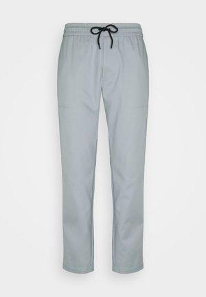 TRAVEL PANT - Trousers - weathervane