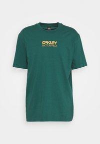 Oakley - EVERYDAY FACTORY PILOT TEE - T-Shirt print - bayberry - 0