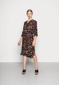 Soaked in Luxury - ZAYA DRESS - Day dress - dark tricolore - 0
