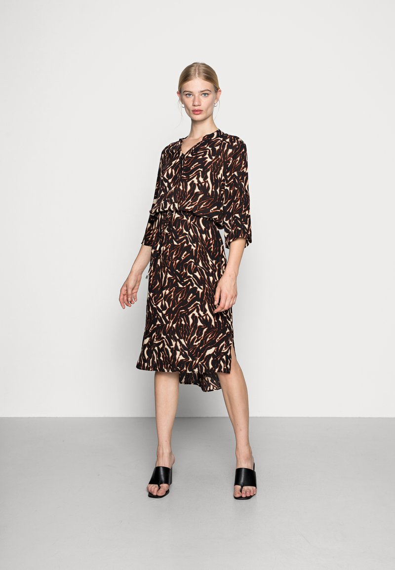 Soaked in Luxury - ZAYA DRESS - Day dress - dark tricolore