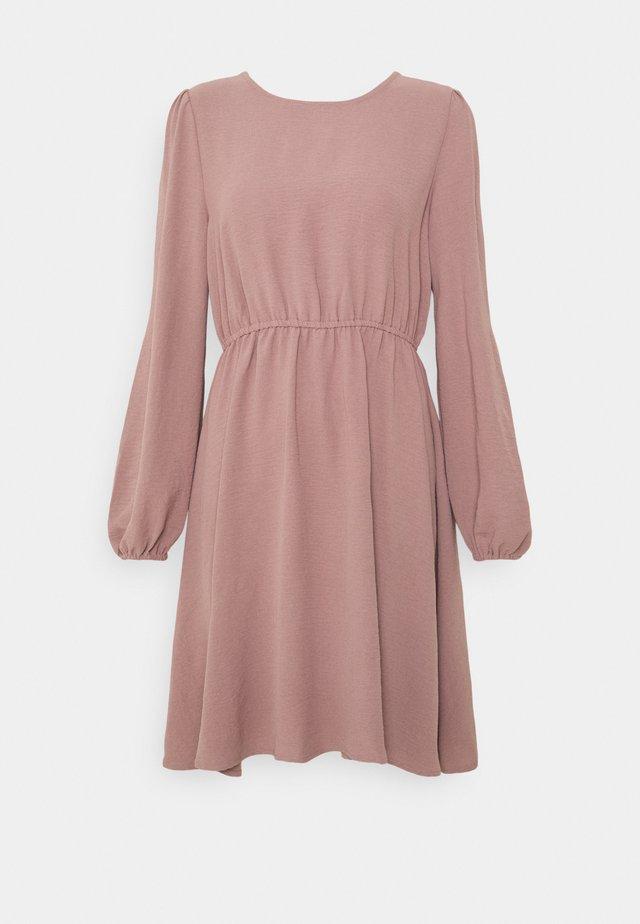 ONLMETTE O NECK - Korte jurk - elderberry