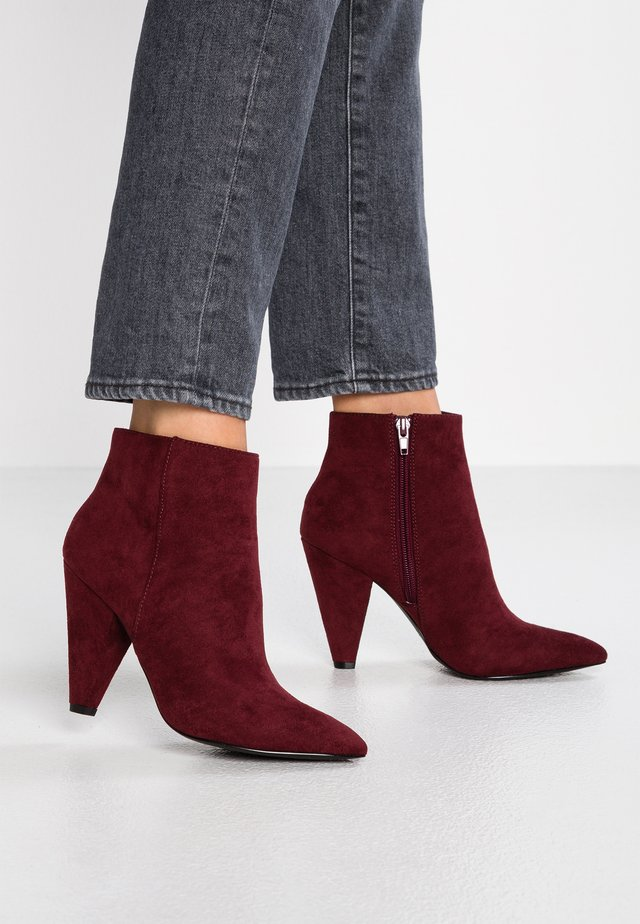 COSMIC - High heeled ankle boots - bordo