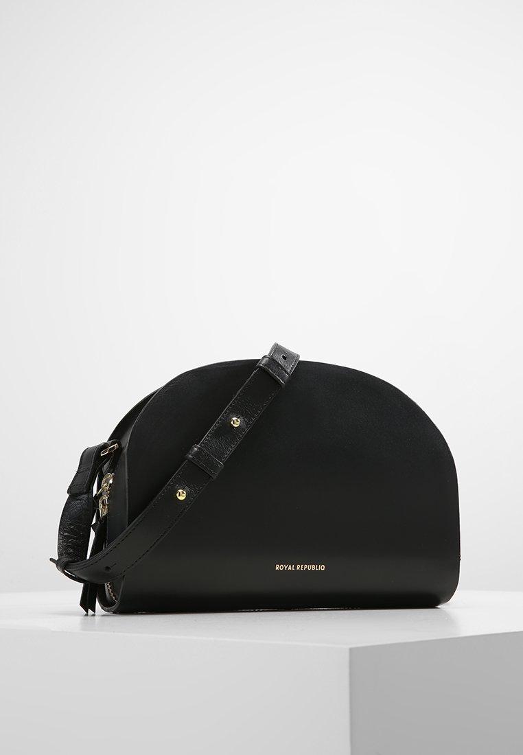 Royal RepubliQ - GALAX CURVE  - Across body bag - black