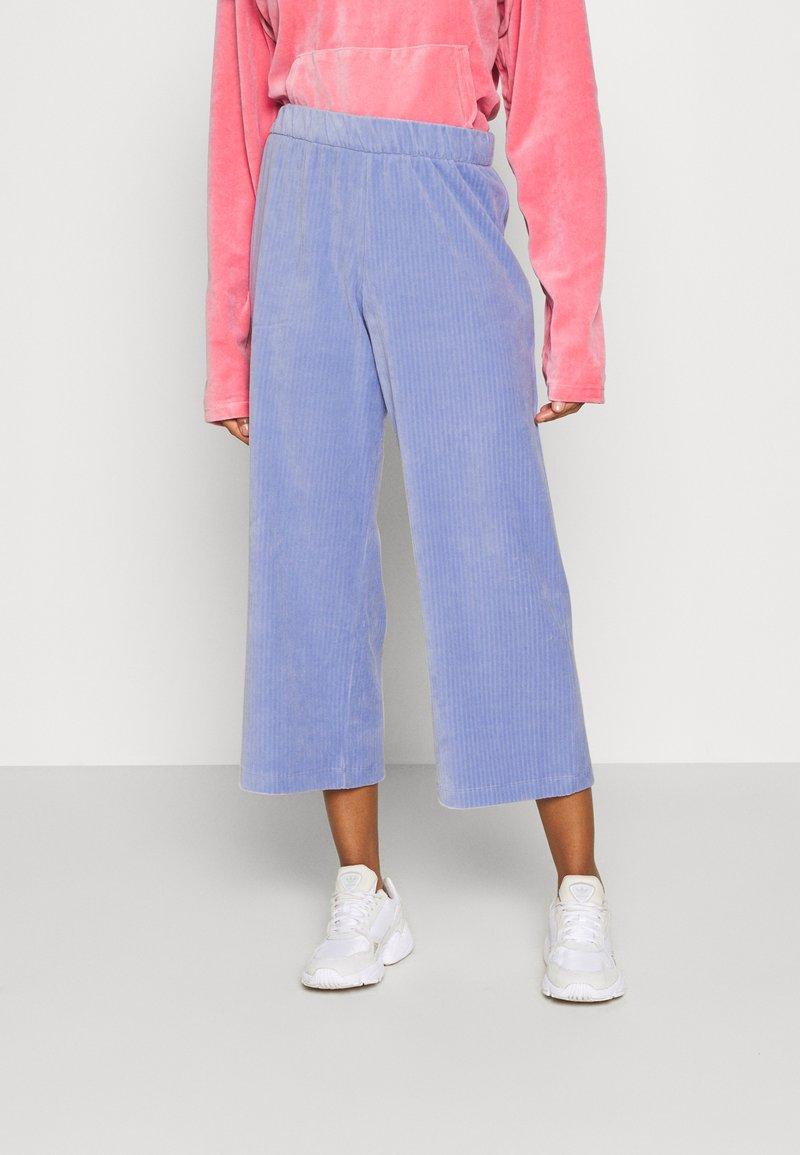Monki - CORIE TROUSERS - Trousers - blue light