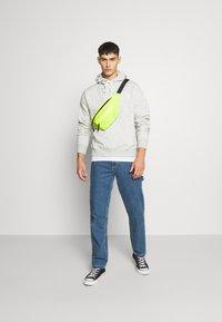 Nike Sportswear - HOODIE - Huppari - grey heather/white - 1