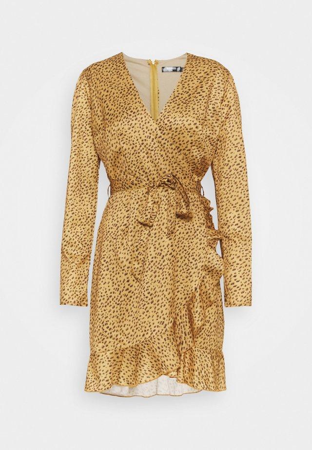 WRAP FRONT FRILL HEM BELTED SKATER DRESS - Robe d'été - mustard