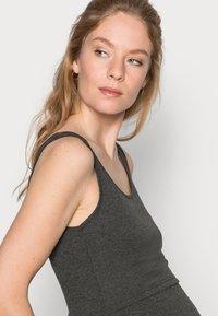 Anna Field MAMA - NURSING 3er PACK - Top - Topper - black/dark grey/white - 4