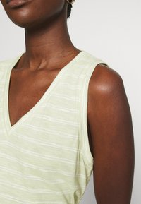 Madewell - WHISPER SHOUT V NECK TANK - Top - faded seagrass/white - 5