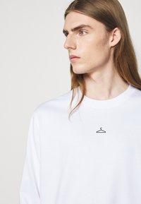 Holzweiler - HANGER LONGSLEEVE - Long sleeved top - white - 4