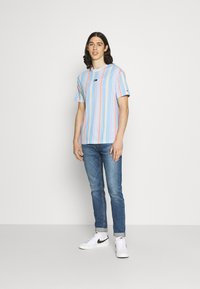 Tommy Jeans - STRIPE TEE - T-shirt imprimé - light powdery blue - 1