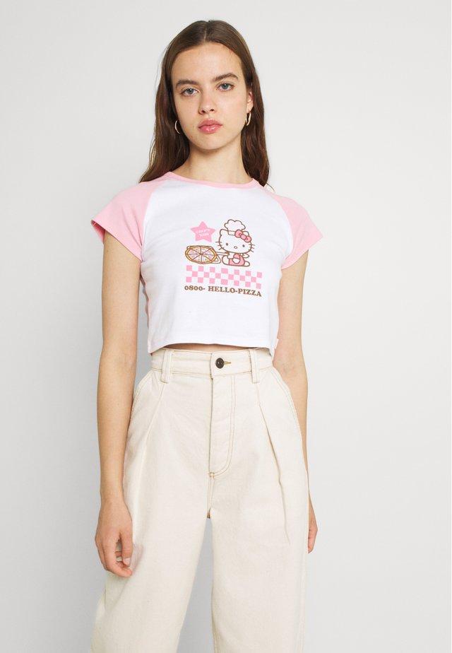 PIZZA RAGLAN BABY TEE - T-shirts med print - pink/white