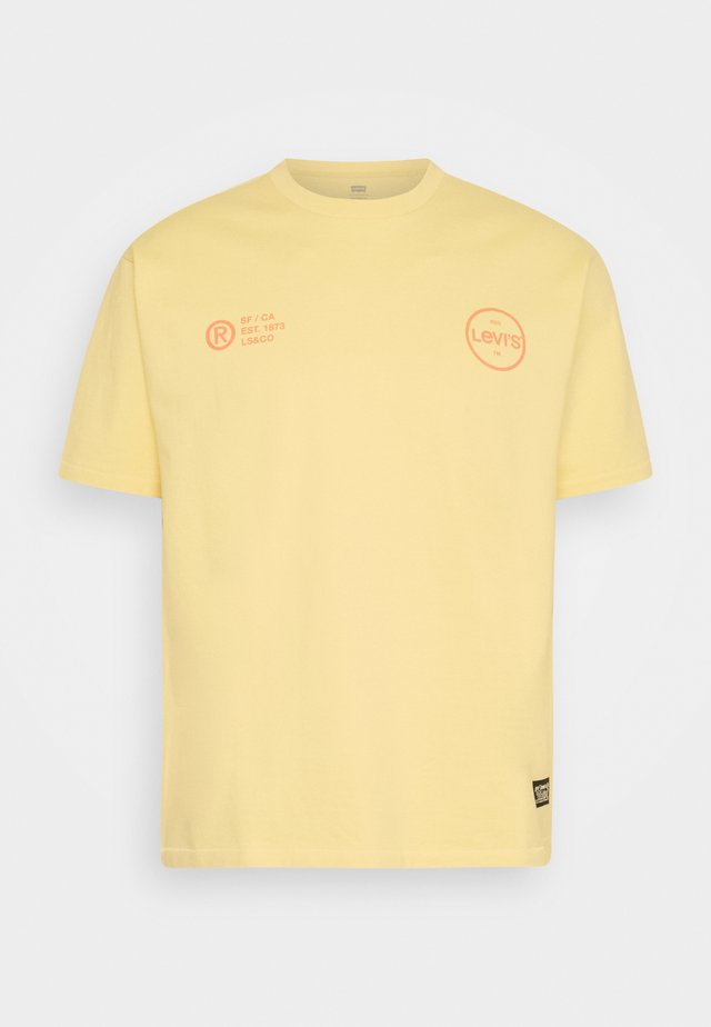VINTAGE FIT GRAPHIC TEE - Print T-shirt - yellows/oranges