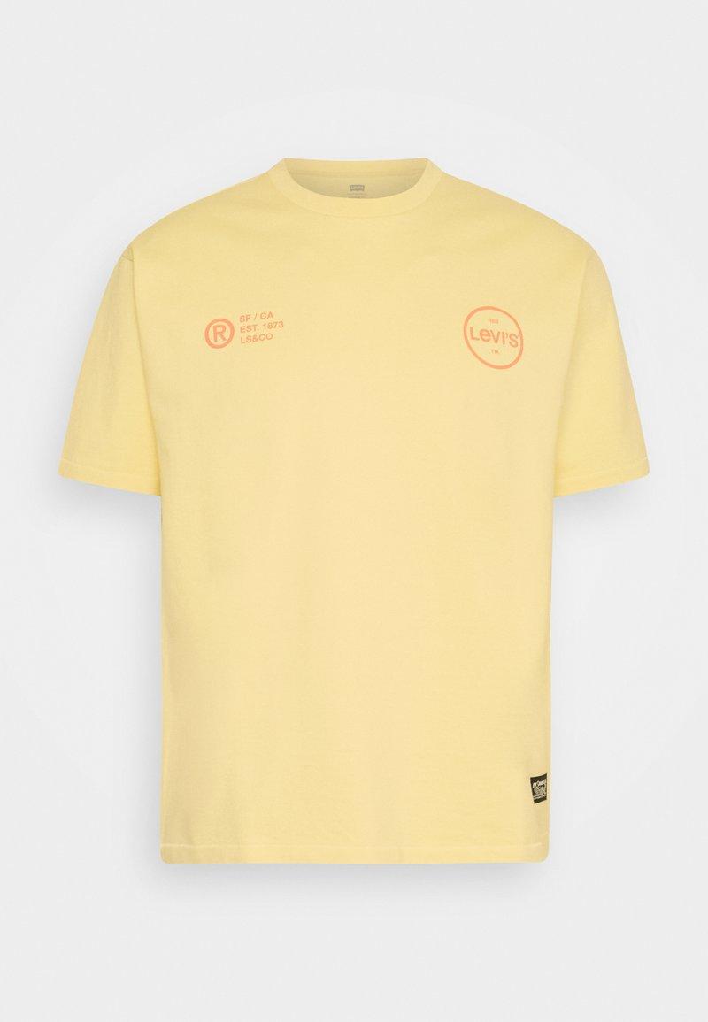 Levi's® - VINTAGE FIT GRAPHIC TEE - T-shirt imprimé - yellows/oranges