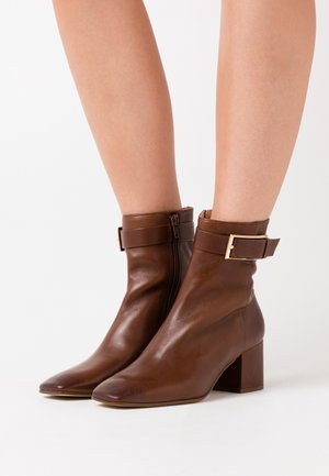 Classic ankle boots - nougat