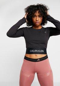 Calvin Klein Performance - LONG SLEEVE TEE - Langærmede T-shirts - black - 0