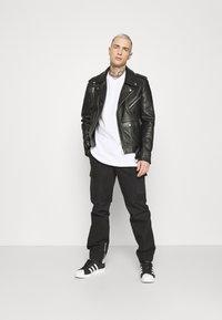 adidas Originals - TREFOIL TEE - Camiseta estampada - white/black - 1