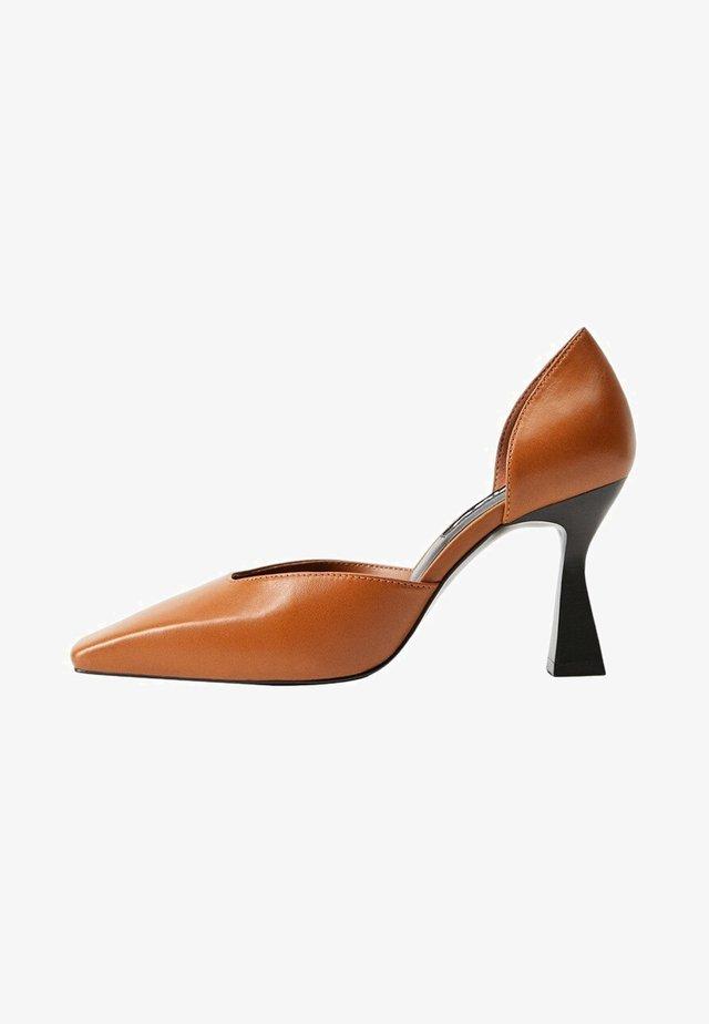KENNY - Classic heels - średni brązowy