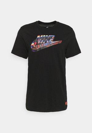 TEE WORLDWIDE - Print T-shirt - black